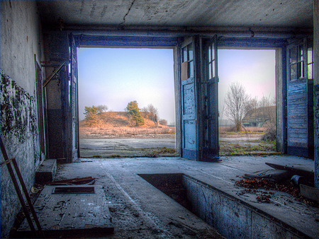 The fire tender garage - The fire tender garage on a  Russian Air Base in the former GDR. - foto door fap op 12-04-2014 - deze foto bevat: foto, urban, verlaten, vervallen, hdr, duitsland, urbex, oost, bunkers, ddr, tonemapping, nuclear, atoom, armament, voormaling, fap., kernwapens, Juterbog, ud, Beauty of decay