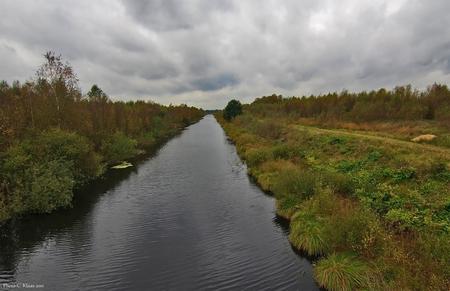 Veenlanschap-05 - Door deze sloten (kanalen) werd de turf per boot (schip) afgevoerd. Bedankt voor de reacties en de belangstelling. Even in het groot bekijken dan k - foto door k.tien op 11-10-2011 - deze foto bevat: veenlandschap