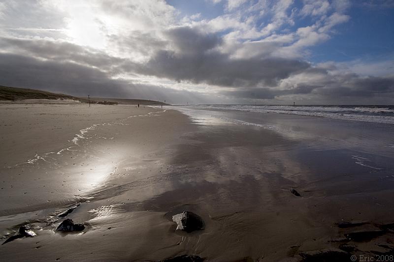Uitwaaien - Dezelfde foto als die Klara op ons ieniemini uitje heeft gemaakt alleen met een iets ander brandpuntsafstand ;-).  Klara, ook jij bedankt voor de g - foto door Dutcheric op 21-11-2008 - deze foto bevat: strand, zee, petten