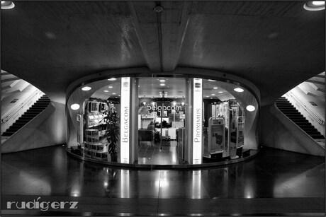 winkel onder het station