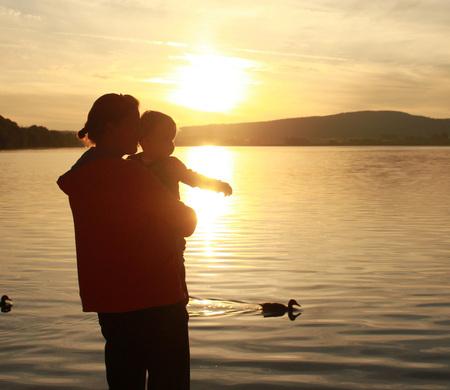 silhouette - Foto van silhouette aan meer in Doucier - foto door smorrie op 07-11-2010 - deze foto bevat: zonsondergang, silhouette, meer