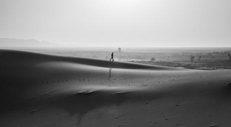 Zwart wit in de woestijn