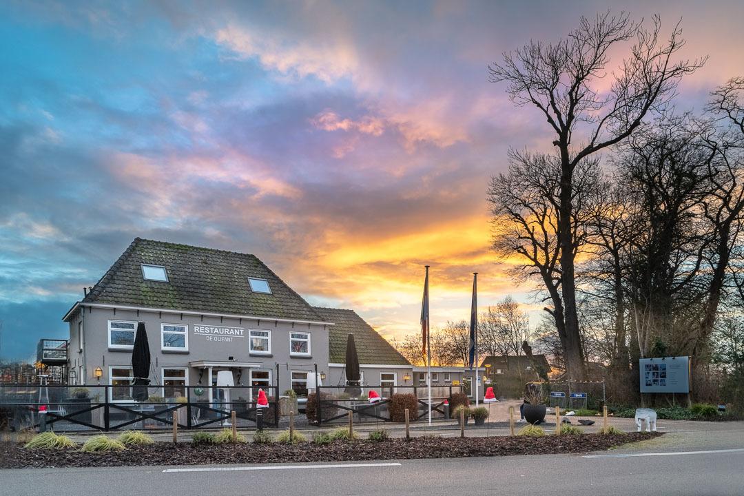 Restaurant De Olifant - Zonsondergang bij Restaurant De Olifant langs de Vecht aan de Straatweg tussen Breukelen en Maarssen - foto door jaapoosterhoff op 02-03-2021 - deze foto bevat: avond, architectuur, hdr, breukelen