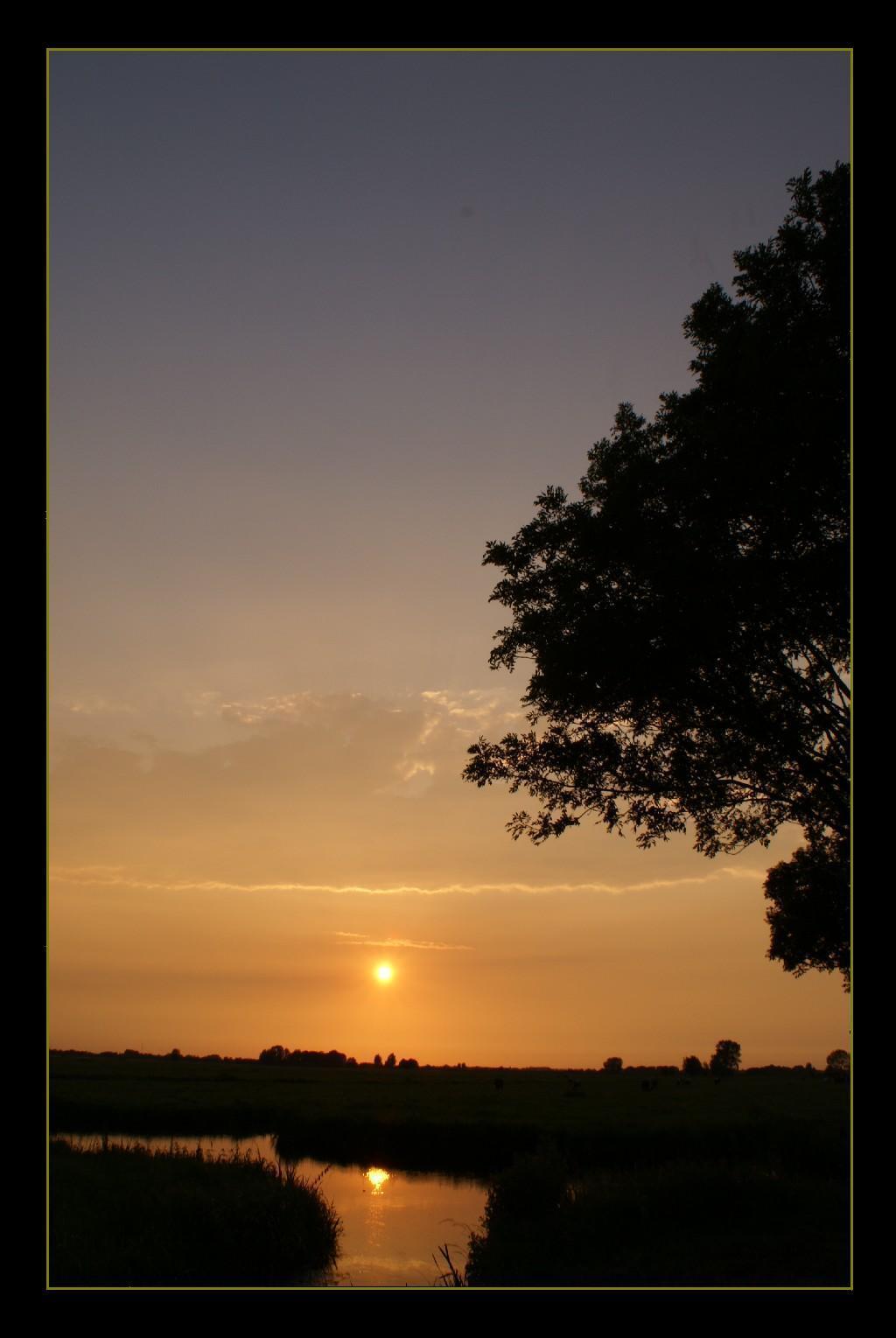 Weerspiegeling - Bedankt voor de fijne reacties, morgen komende laatste foto's voorlopig. I.v.m. de vakantie. - foto door Jan_koppelaar op 25-07-2007 - deze foto bevat: zon, zonsondergang, zonlicht, sfeer, jan