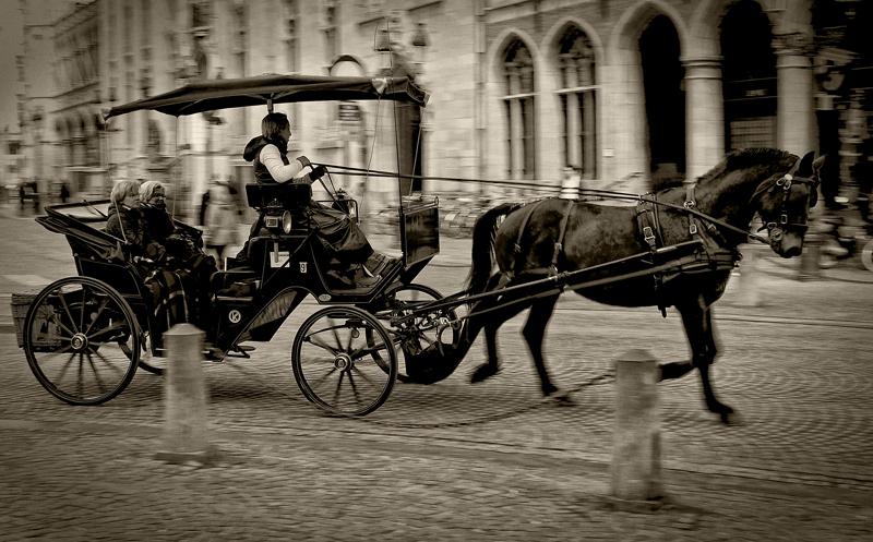 Koets te Brugge - Volgende in de Brugge serie, een paard en wagen op de markt in Brugge. - foto door thuban op 21-03-2010 - deze foto bevat: paard, stad, belgie, brugge, koets