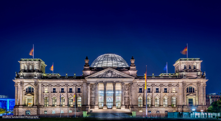 Deutscher Bundestag Berlijn - HDR van de Bundestag in Berlijn - foto door mauricesundermann op 25-08-2014 - deze foto bevat: licht, avond, lijnen, architectuur, gebouw, nacht, berlijn, hdr, duitsland, lange sluitertijd