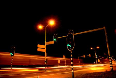 Busy Traffic - - - foto door RobindeVries op 27-10-2008 - deze foto bevat: licht, auto, nacht, lange, fel, nachtfotografie, verkeer, sluitertijd, stoplicht, lang, sluitertijden, auto-s, s-nachts