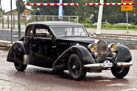 Bugatti T57 Ventoux 1937 (8389) - 1937 Bugatti Tipo 57 Modella Ventoux Coach (quatre places deux portes)   [url]https://www.flickr.com/photos/photiste/51036818993/in/dateposted/[/ur - foto door clay op 24-03-2021 - deze foto bevat: auto, oldtimer, straatfotografie, evenement, bugatti, 1937, clay, vintage transport, lelystad - nederland, bugatti tipo 57 modella ventoux coach (quatre places deux po, bugatti t57 ventoux