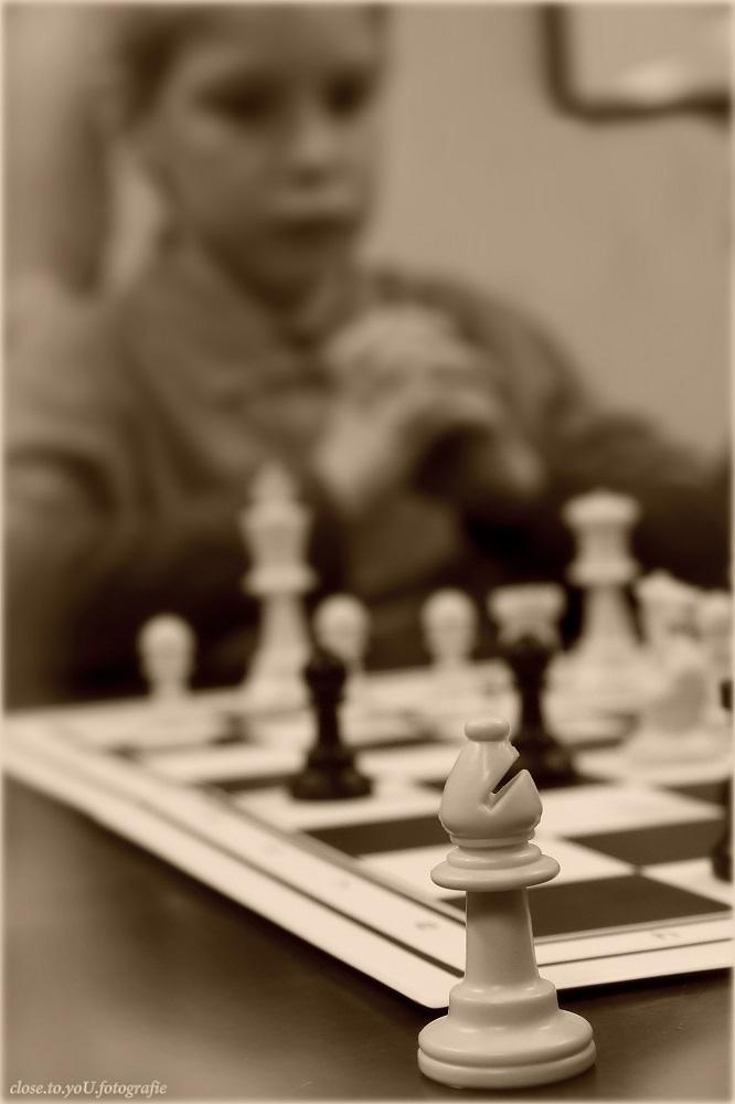 playing chess.... - hallo allemaal,  vandaag... in ons dorp was een schaaktoernooi georganiseerd door de plaatselijke schaak vereniging voor de scholen. maar liefst 1 - foto door close.to.yoU.fotografie op 15-01-2014 - deze foto bevat: school, schaak, denksport, toernooi