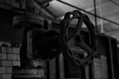 Kraan in een oude fabriek