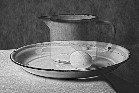 stilleven-bord-beker-ei