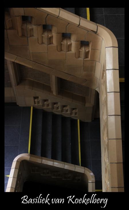Basiliek van Koekelberg - Bedankt voor de reacties op mijn vorige foto's.  De Basiliek van het Heilig-Hart van Brussel, die door de Brusselaars gemoedelijk 'basiliek van Koe - foto door mvdvaart op 21-07-2011 - deze foto bevat: trap, kerk, kathedraal, basiliek, brussel, Koekelberg, basiliek van Koekelberg, basiliek van koekerlberg