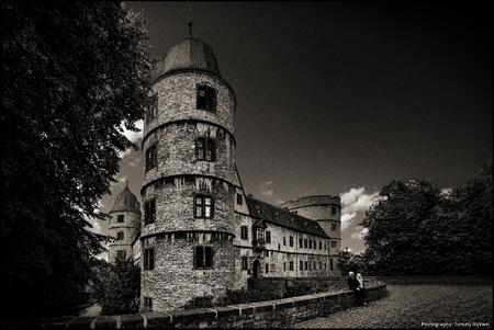 Das Zweifelhafte Schloss - Das Zweifelhafte Schloss - Het Duistere Kasteel  Wewelsburg lijkt hier heel klein maar is een grote burcht, een wat vreemde vervorming door het 'ex - foto door TommyDijkwel op 14-12-2017 - deze foto bevat: architectuur, duitsland, ss, nazi's, himmler, wewelsburg