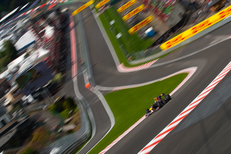 Vettel door Eau Rouge