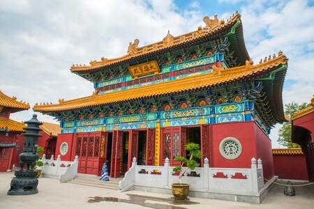 Ingang Chinese tempel - In Pairi Daiza bevinden zich verschillende gebieden . Een van deze gebieden is China en daar staat een Chinese Tempel. Ik heb reeds eerder een foto g - foto door kiekazoo op 12-01-2019 - deze foto bevat: dierentuin, architectuur, china, tempel, dierenpark, belgie, gebed, zoo, bidden, boedha, pairi daiza, Brugelette, chinese tempel