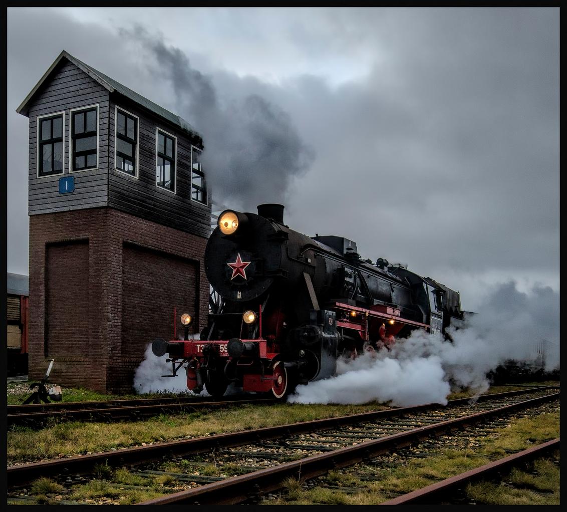 S.T.A.R Stoomtrein Stadskanaal - De Stoomtrein die vertrekt uit Stadskanaal - foto door wido-foto op 19-12-2013 - deze foto bevat: oud, lucht, trein, stoom, stoomtrein, locomotief