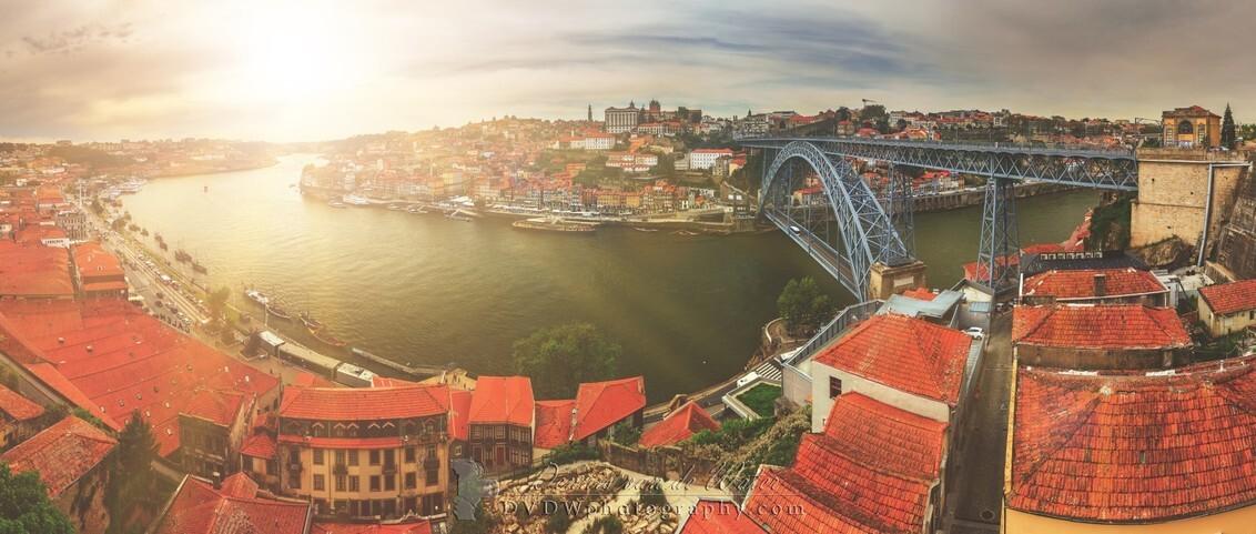 Porto panorama - Panorama van het stadsgezicht van Porto met de rivier Douro  [url]https://dvdwphotography.com/2019/06/04/porto-a-small-selection/ [/url]  [url]ht - foto door dennisvdwater op 05-06-2019 - deze foto bevat: uitzicht, panorama, vakantie, architectuur, reizen, landschap, zomer, stad, porto, skyline, brug, rivier, toerisme, reisfotografie, europa, douro