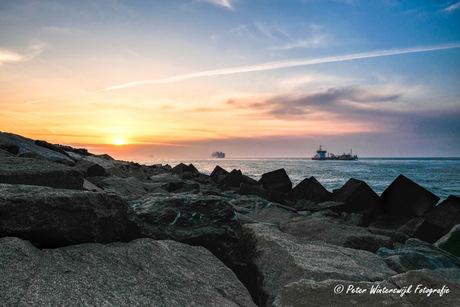 Zonsondergang bij de Maasvlakte