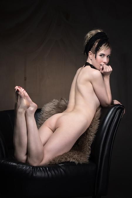 Behind Closed Doors - Met het Russische model Ira. - foto door jhslotboom op 22-02-2021 - deze foto bevat: model, erotiek, naakt, pose, glamour, studio, klassiek, artistiek