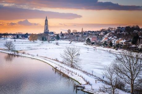 Rhenen bedekt onder sneeuw en ijs