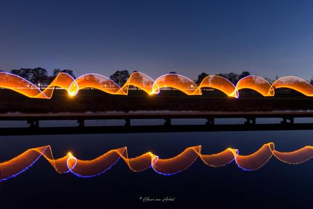 Lightpainting Art - - - foto door henrivanarkel op 04-03-2021 - deze foto bevat: avond, spiegeling, reflecties, lightpainting