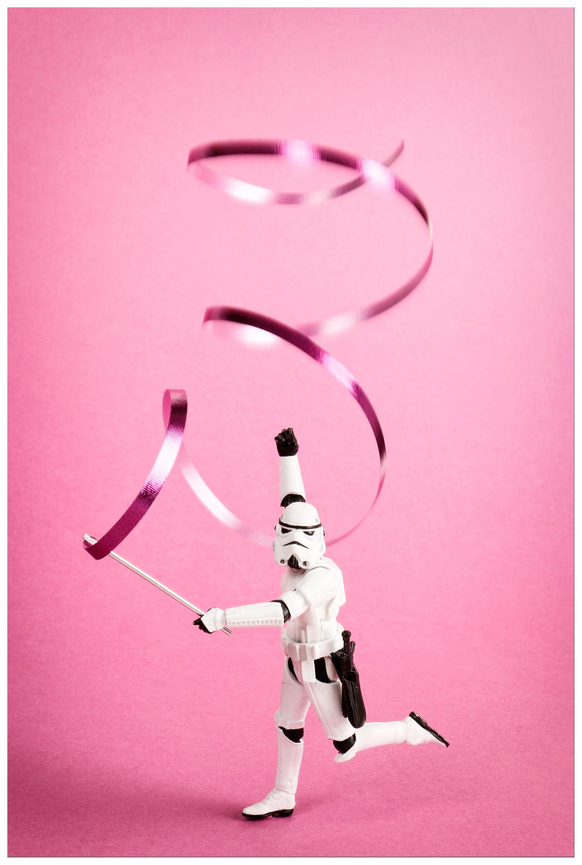 elegance - ... - foto door remkokillaars op 15-01-2016 - deze foto bevat: roze, miniatuur, beweging, gracieus, figuurtje, elegantie, gymnastiek, stormtrooper, schaalmodel, tabletop, ribbon, lint, gymnastics, Star Wars