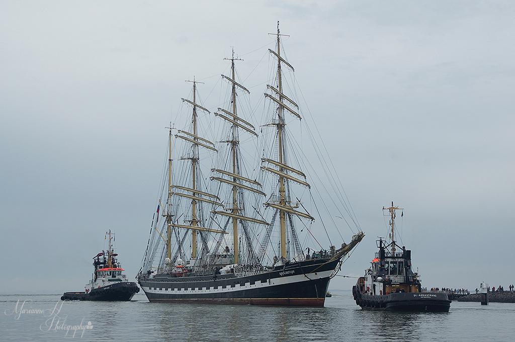 Sail Vlissingen - Het binnen varen van de schepen in de sluis van Vlissingen..ongeveer 180 schepen zijn vandaag binnen gekomen voor de Sail de Ruyter.Dit is de Kruzens - foto door Sizzle op 22-08-2013 - deze foto bevat: scheepvaart, schip, kruzenstern, Tall Ship, Sail Vlissingen
