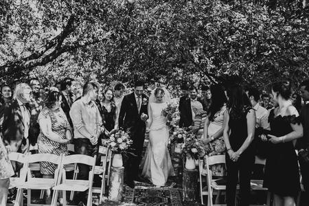 Father of the bride + Bride - - - foto door daniellephotography op 02-08-2018 - deze foto bevat: man, vrouw, mensen, portret, liefde, tegenlicht, daglicht, haar, beauty, zwartwit, emotie, bruid, vader, bruiloft, blond, visagie, 50mm, 35mm, Selfie