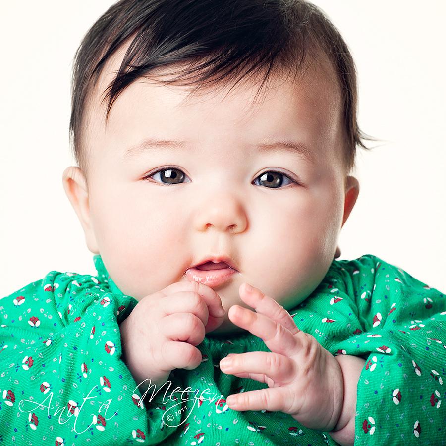 Alysha - Kleine Alysha, 6 mnd oud. - foto door Diganiet op 28-02-2011 - deze foto bevat: groen, portret, kind, baby, meisje, china, chinees, meezen, diganiet, Anita Meezen