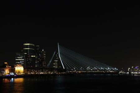 Erasmusbrug - Erasmusbrug - foto door Djarno700D op 30-12-2014 - deze foto bevat: rotterdam, avond, architectuur, erasmusbrug, brug, kpn, erasmus