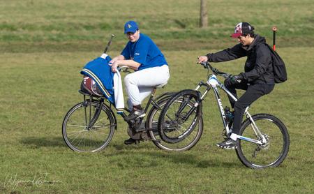 The stunt man - Ze hadden plezier met elkaar. Super leuke trucjes uit halen met je fiets. - foto door artmen op 24-02-2021