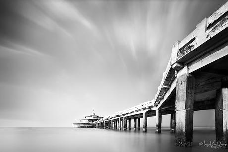Pier in de Noordzee