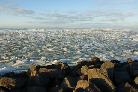 Markermeer vol ijssschotsen