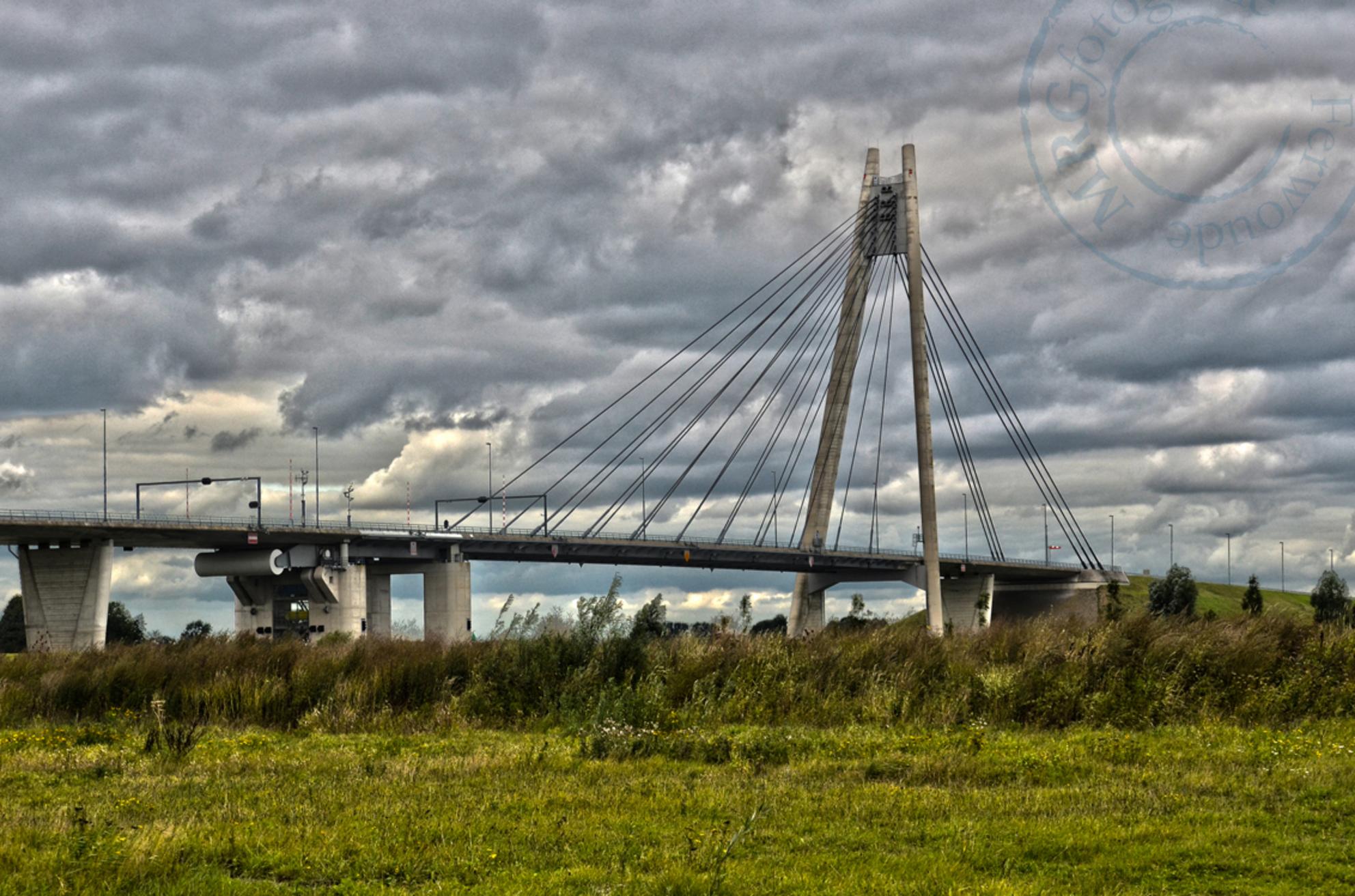 Eilandlbrug Kampen .jpg - Eilandbrug over de IJssel bij Kampen in HDR - foto door mrgerrits op 01-10-2013 - deze foto bevat: ijssel, brug, kampen, eiland, hdr, eilandbrug, betonprijs, civilion