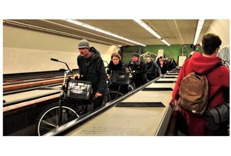 Concentratie . . - ROTTERDAM -  . .de Maastunnel is de oudste afgezonken tunnel van Nederland.  Hij verbindt in Rotterdam de oevers van de Nieuwe Maas met elkaar.   - foto door 1103 op 19-02-2019 - deze foto bevat: reizen, stad, maastunnel fiets - en voetgangerstunnell