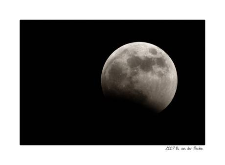 Eerste hapje uit de maan