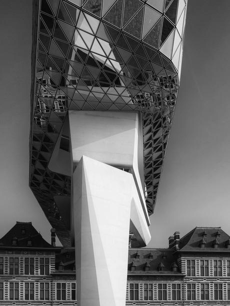 Havenkantoor Antwerpen reusachtig