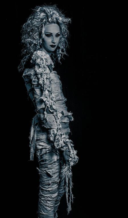 Farao's beauty - Deze project   ben ik al maanden bezig  tot dat ik juiste stof  heb gevonden ..linnen doek uit Persie  en erna reepjes knippen en  bewerken met stanl - foto door ZlayaMaraArt op 12-09-2013