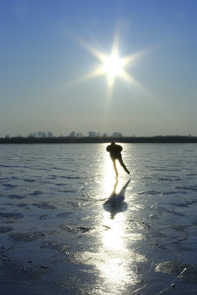 Bovenwater Lelystad - - - foto door Kirsten Groeneveld op 26-06-2009 - deze foto bevat: zon, ijs, schaatsen