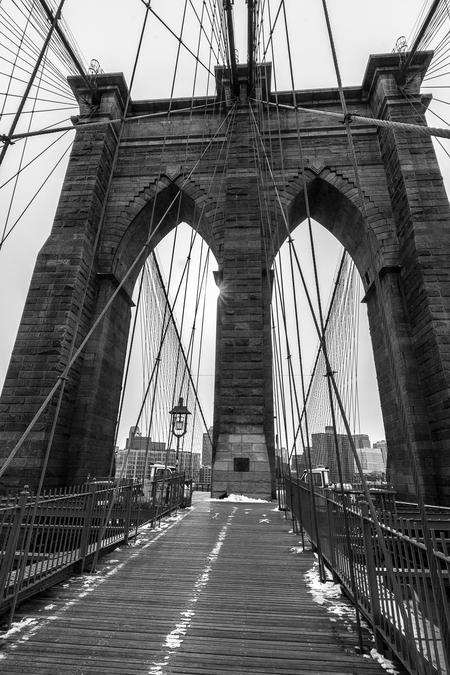 NY - Brooklynbridge - Brooklyn Bridge, New York, heel rustig in de sneeuw. - foto door lucsevriens op 16-10-2015 - deze foto bevat: bridge, zwartwit, brooklyn, New York
