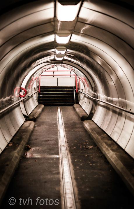 Tunnelvisie in de looptunnel onder het spoor in Gorinchem