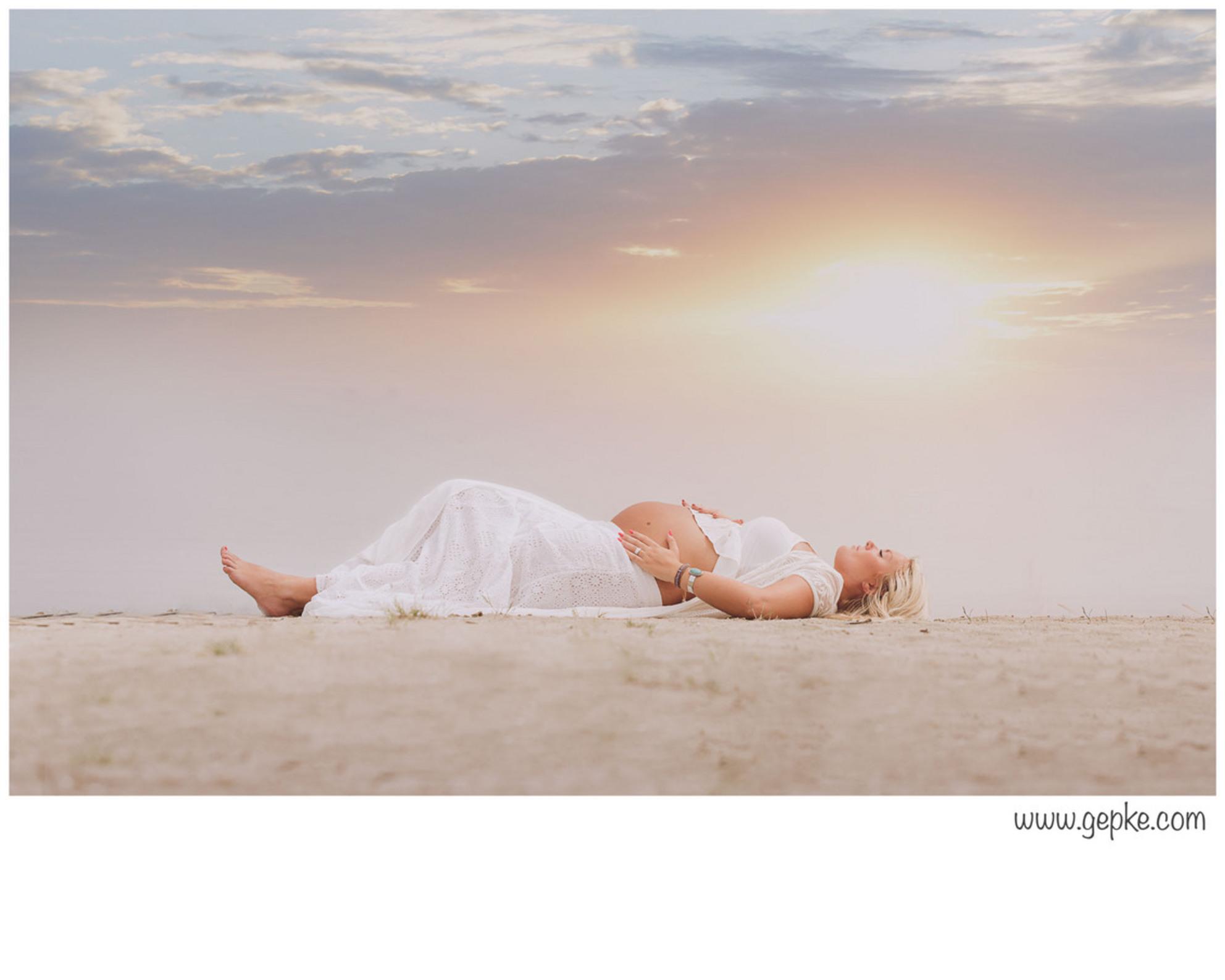 Just beautiful - Deze foto wilde ik al heel lang maken. Vandaag viel alles op zijn plaats en was het het juiste moment. - foto door RosaDotje op 26-06-2015 - deze foto bevat: beach, zwanger - Deze foto mag gebruikt worden in een Zoom.nl publicatie