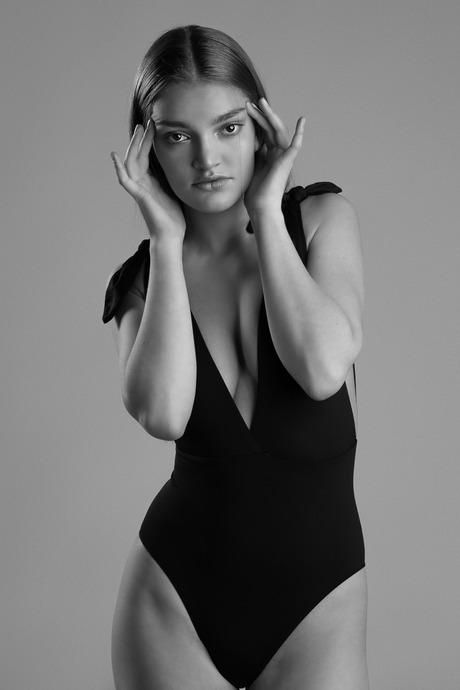 Tess fashionable in Black & White - 2