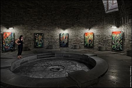 Die Ewige Flamme Für Immer Ausgelöscht - [b]Die Ewige Flamme Für Immer Ausgelöscht - De Eeuwige Vlam Voor Altijd Gedoofd[/b]  De crypte in Wewelsburg waar gesneuvelde SS-generaals werden g - foto door TommyDijkwel op 05-12-2017 - deze foto bevat: architectuur, duitsland, crypte, ss, nazi's, himmler, wewelsburg, entartete kunst, die ewige flamme