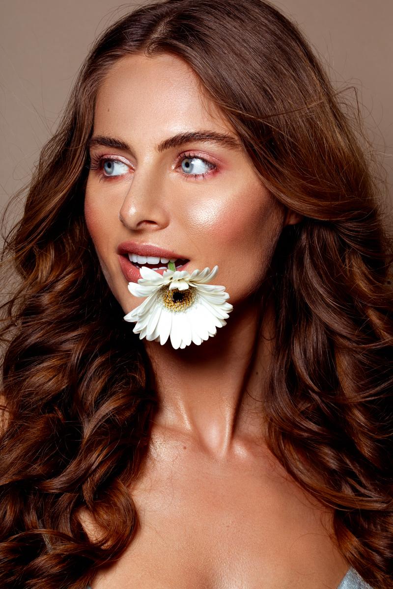 Nikki - Model: Nikki @ EVD Agency MUAH: Kaja Dobron - foto door stephanieverhart op 22-10-2019 - deze foto bevat: vrouw, licht, portret, model, flits, ogen, haar, fashion, beauty, emotie, studio, photoshop, closeup, mode, fotoshoot, visagie, flitser