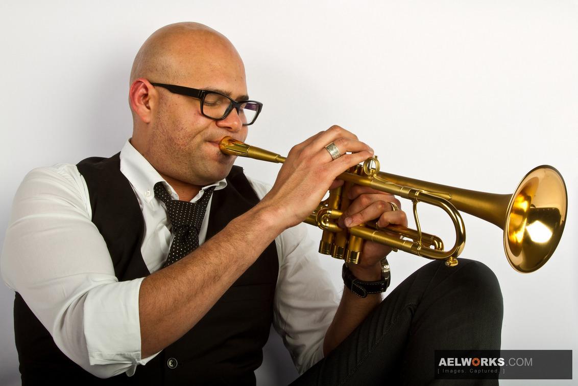 Amik_new1_zoom - Amik Guerra - foto door aelworks op 03-05-2011 - deze foto bevat: cuba, jazz, canon, muzikant, trompet, latin, celebrity, adams, eos 7d, Multiblitz, Amik Guerra, Lariba