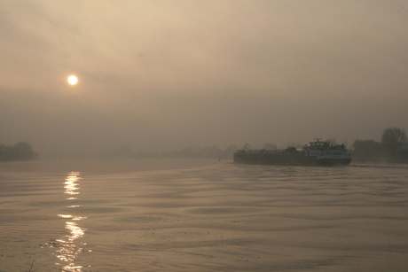 Foggy Sunday morning at the Maas River