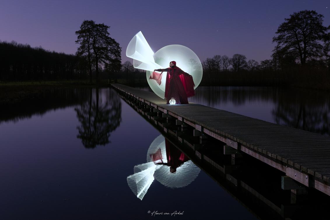 Lightpainting Model2 - - - foto door henrivanarkel op 01-03-2021 - deze foto bevat: avond, reflecties, lightpainting