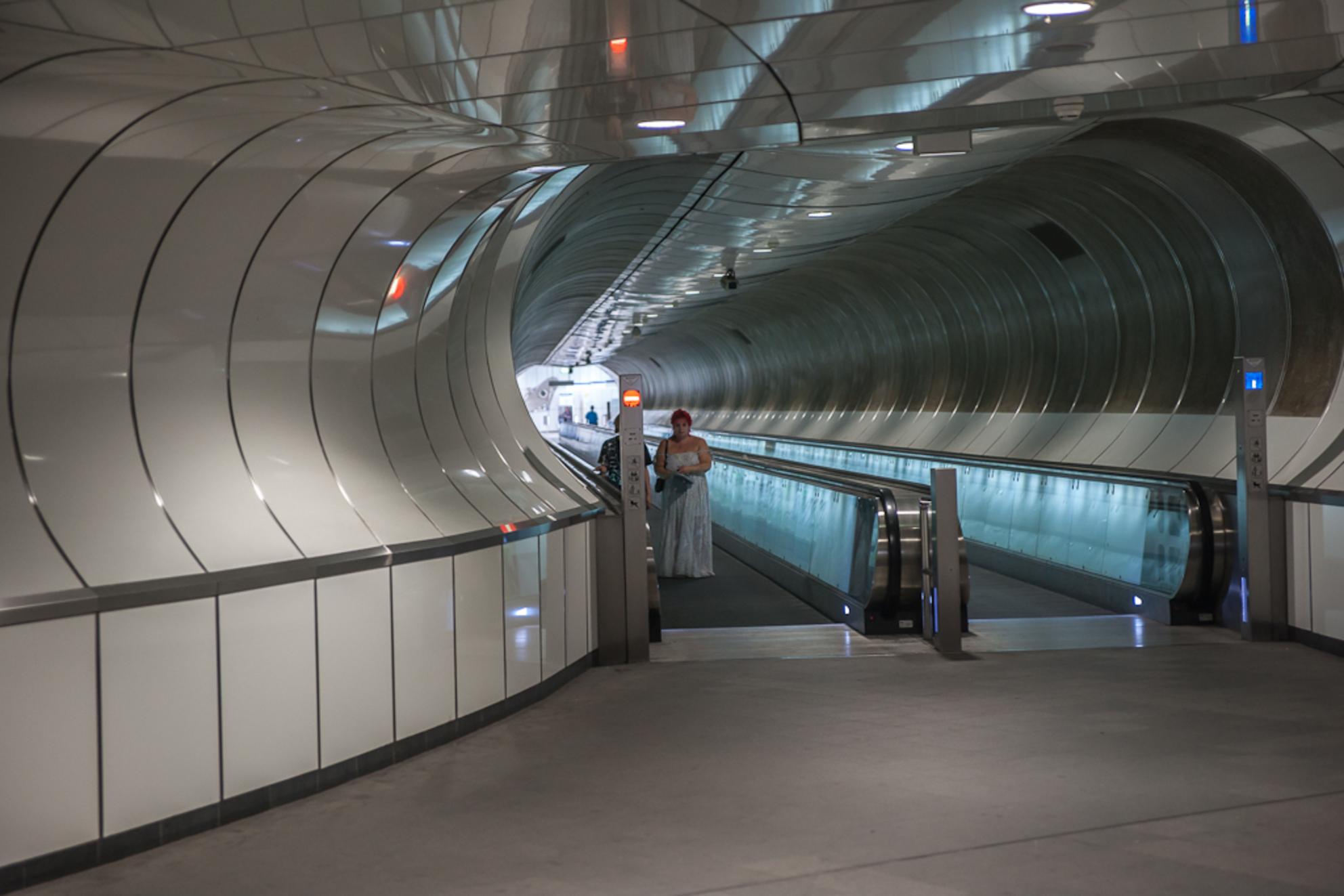 Rotterdam 19 - Metrostation Wilhelminaplein. - foto door Jaap93 op 31-07-2012 - deze foto bevat: rotterdam, metro, jaap93