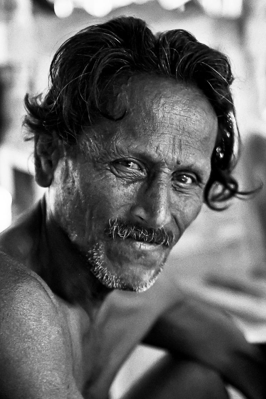 Portret Srilankaan - Bedankt voor alle reacties op mijn vorige foto!  Portret van een arbeider in een Cocosnootplantage ( mooi woord voor Scrable! )in het noorden van S - foto door dirka op 31-05-2013 - deze foto bevat: portret, arbeider, zwart wit, S.L.